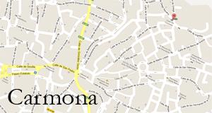 La Casa de Carmona está en el centro histórico y monumental de Carmona, a 80 metros de la Iglesia Prioral de Santa María